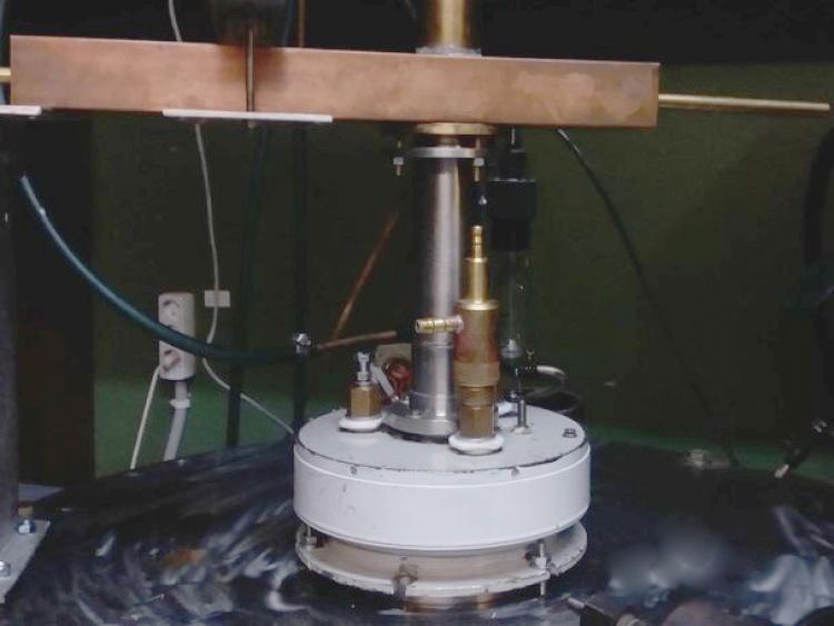 Розробка низькоенергетичної сфокусованої іонно-пучкової системи на основі холівського прискорювача з протяжною зоною прискорення