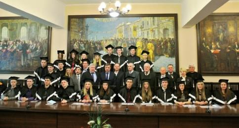 Урочисте вручення дипломів випускникам фізико-технічного факультету 2016