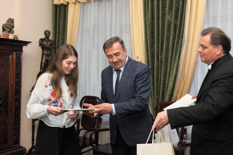 Вітаймо студентку 3 курсу фізтеху, випускницю 45-ї гімназії міста Харків Поліну Кофман!!!