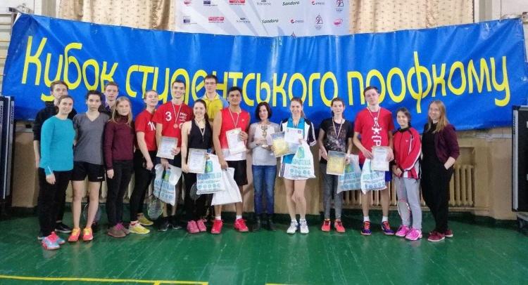 Вітаймо команду фізтеху, яка посіла третє місце з бадмінтону на кубок профкому Каразінського університету!!!