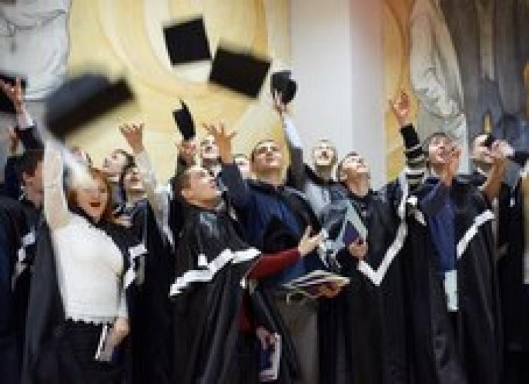 Урочисте вручення дипломів випускникам фізико-технічного факультету