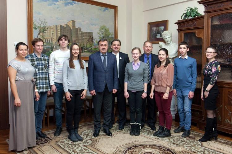 Зустріч ректора, академіка Віля Бакірова з командою-переможницею XVI Всеукраїнського студентського турніру фізиків